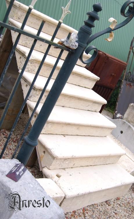 Ref. 07 – Wit stenen trap antiek 17e eeuws