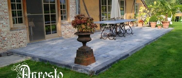 Ref. 16 – Terrasvloer met smeedijzeren tafel