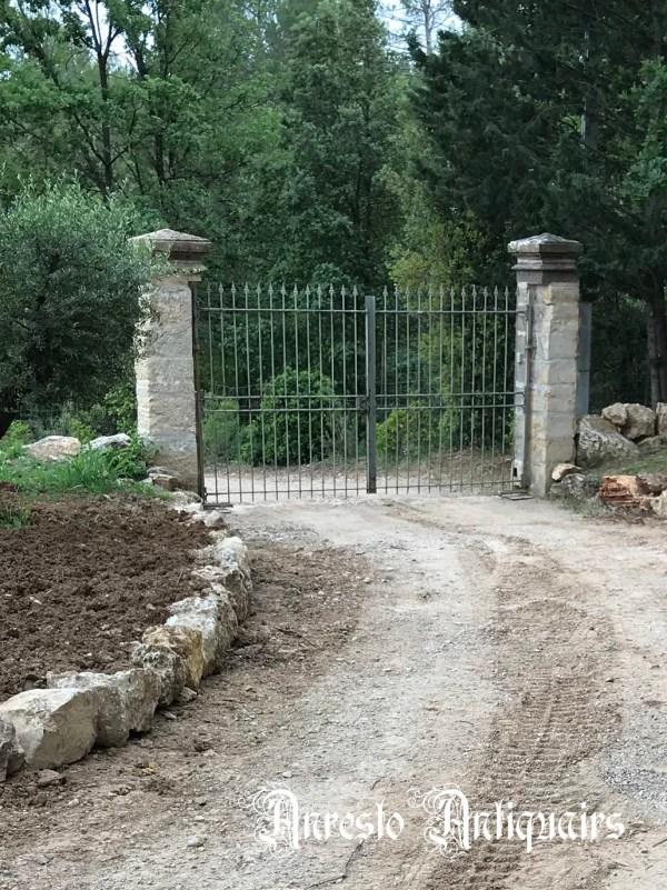 Ref. 31 – Landelijke smeedijzeren poort