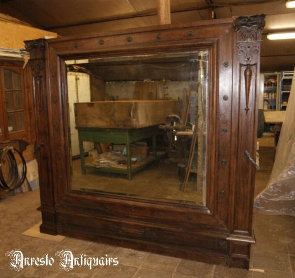 Ref. 18 – Antieke houten lambriseringswand met spiegel