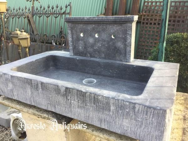 Ref. 30 – Handgekapte arduinen spoelbak gekapt uit oude steen, wasbak gekapt uit oude blauwsteen
