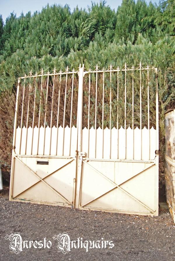 Ref. 52 – Antieke landelijke poort, oude ijzeren inrijpoort