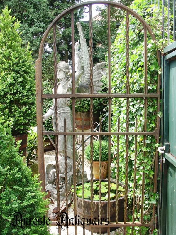 Ref. 63 – Antieke smeedijzeren tuinpoort, oude ijzeren wijnkelderpoort