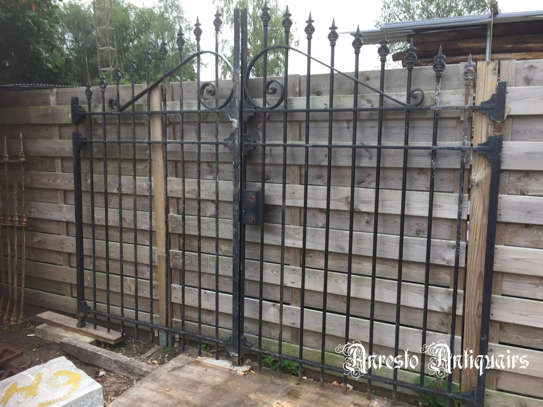 Ref. 67 – Oude 2-vleugelige Franse smeedijzeren poort