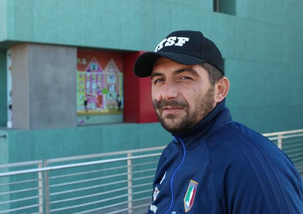 Roberto, da operaio a campione di Calcio Balilla Paralimpico © Ansa