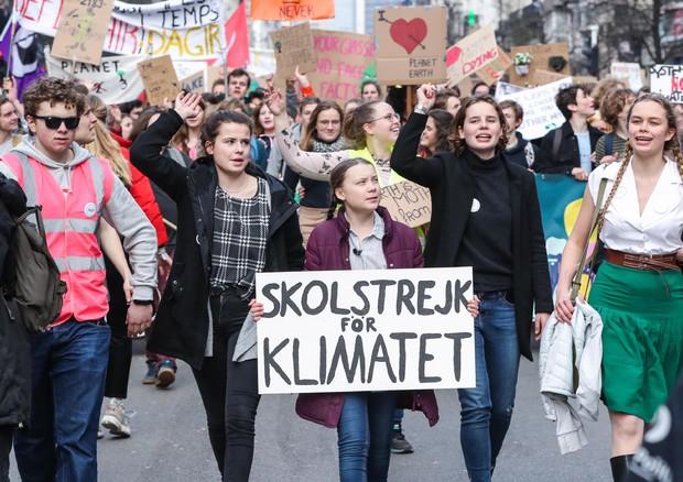 L'attivista Greta in testa a una manifestazione di studenti per il clima © EPA