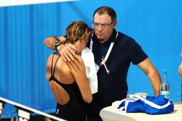 Federica Pellegrini con il suo tecnico Stefano Morini dopo il ritiro. (Ansa)