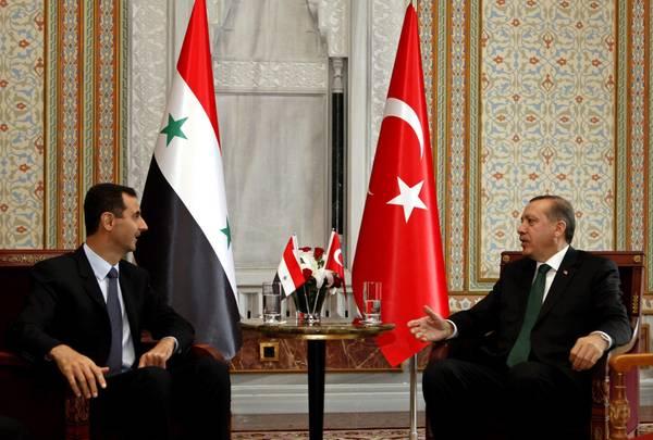El primer ministro de Turquía, Tayyip Erdogan, con el presidente de Siria, Bashar al-Assad en Estambul, el 07 de junio 2010