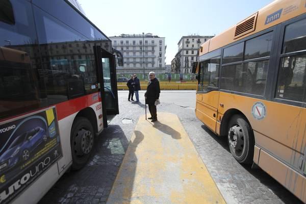 Italiani usano sempre meno i mezzi pubblici