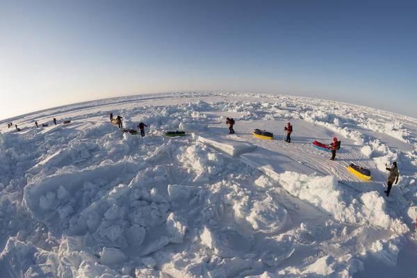 La sequenza di foto dell'operazione degli attivisti di Greenpeace al Polo Nord