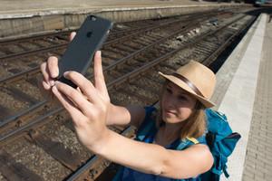 wifi wi-fi internet stazione viaggio giovani erasmus interrail selfie cellulare iphone - fonte: EC (ANSA)