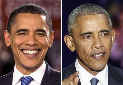 Una foto combo mostra il presidente degli Stati Uniti Barack Obama durante il discorso a Chigago  dopo la sua elezione del 2008 (S) e durante il discorso di addio alla Casa Bianca del 10 gennaio  2017. (ANSA)
