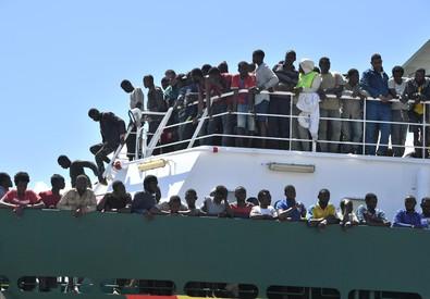 La nave 'Rio Segura' arrivata a Salerno (ANSA)
