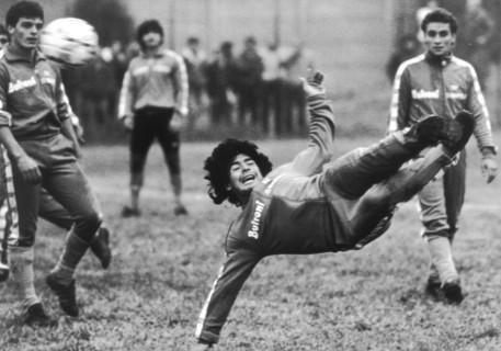 Maradona durante un allenamento con il Napoli © ANSA