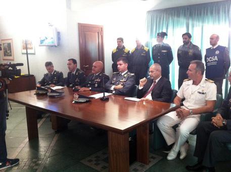 Conferenza stampa Gdf su nave Jupiter a Cagliari con droga ( © ANSA