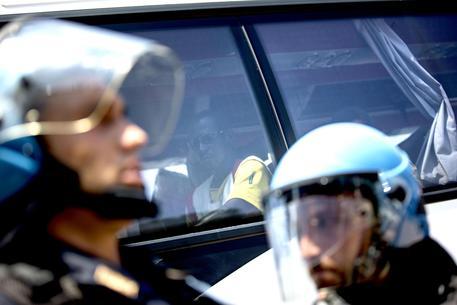 Caos migranti: scontri e manganellate alla periferia Nord di Roma © ANSA