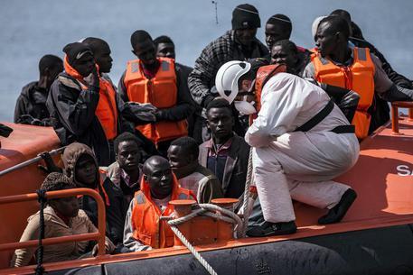 Operazione della Guardia Costiera libica al largo di Zawiya, nord ovest Libia, FOTO ARCHIVIO 27 giugno 2017 © EPA