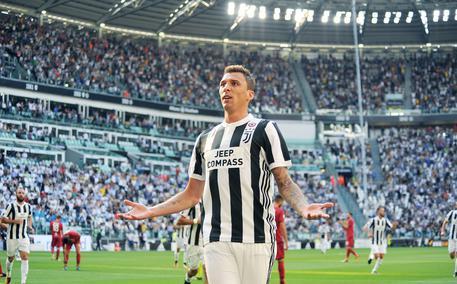 Mario Mandzukic esulta dopo aver portato in vantaggio la Juventus © ANSA