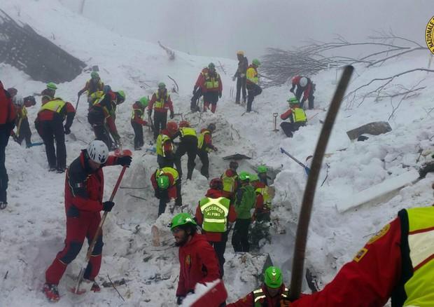 I soccorritori a lavoro © EPA