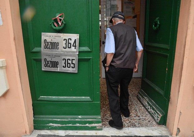 Comunali: aperti i seggi per i ballottaggi © ANSA