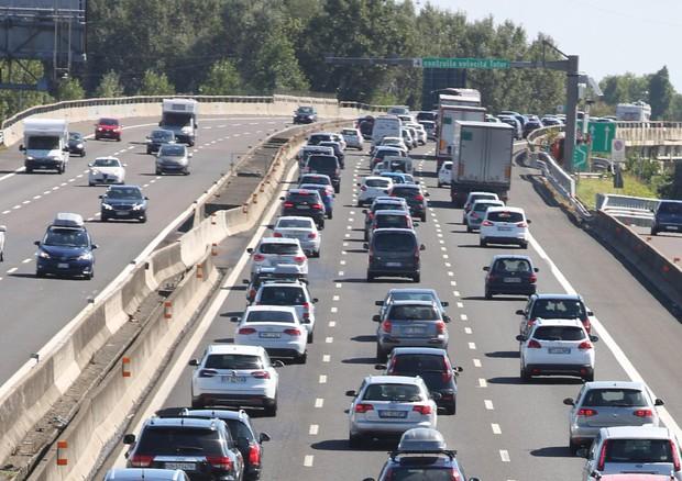 Traffico intenso in una foto d'archivio © ANSA
