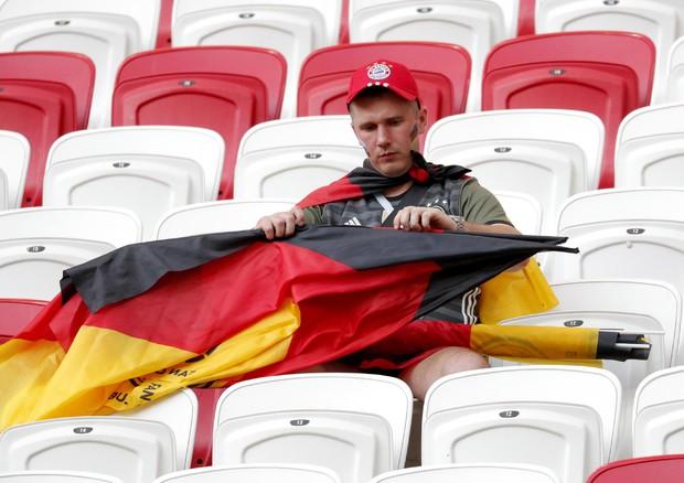 Un tifoso tedesco (ANSA)