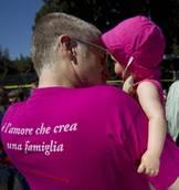 Francia: le coppie gay potranno adottare