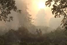 Indonesia:elicotteri per creare pioggia