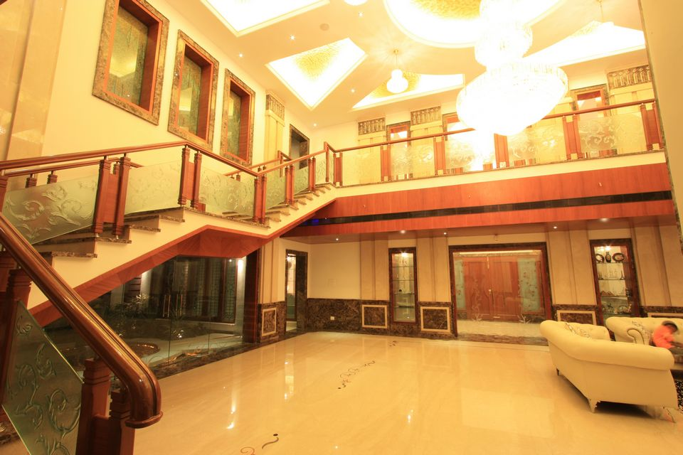 dark wooden floor living room decorate small apartment the royal splendour house ayyampet, tanjore, tamil nadu ...