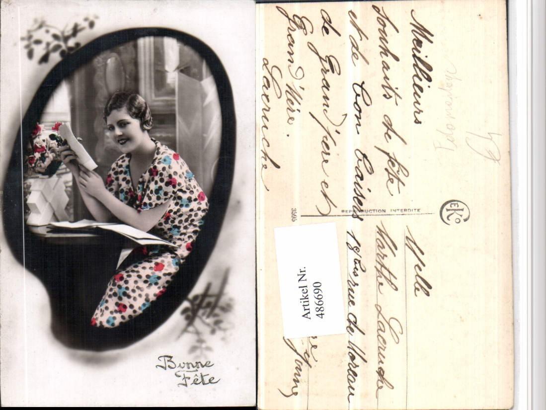 486690Fotomontage Frau Kleid Brief Passepartout