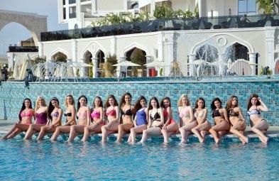 Güzellerin Havuz keyfi