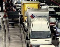 Amenzi pentru şoferii britanici care lasă motorul pornit când sunt blocaţi în trafic