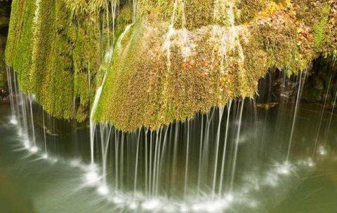 Neglijată în România, dar apreciată de străini. Minunea naturală din ţara noastră care a ajuns în topul celor mai frumoase cascade din lume