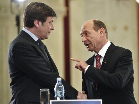 Nu mai e dracu' chiar atât de negru! După ieşirea de la guvernare, PNL-ului îi surâde o ALIANŢĂ cu partidul lui BĂSESCU 442