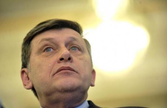 Antonescu vrea excluderea din PNL a parlamentarilor asociaţi grupului Tăriceanu 418