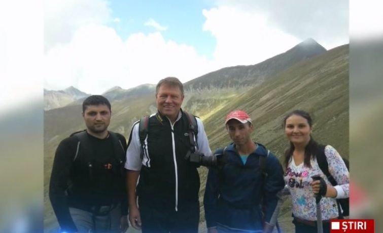 Klaus Iohannis, din nou pe munte. Președintele a ajuns pe cel mai înalt vârf din România  416