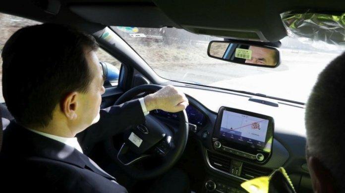 Ludovic Orban a fost amendat pe A1. Premierul l-ar fi felicitat pe polițist că nu s-a temut de funcția lui 482