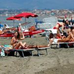 Reabren Italia y Francia playas y parques