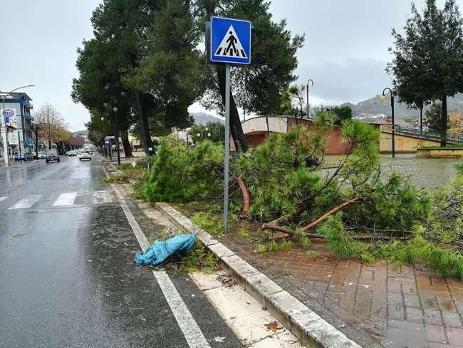 Il maltempo devasta il viale Spinelli a San Giorgio del Sannio
