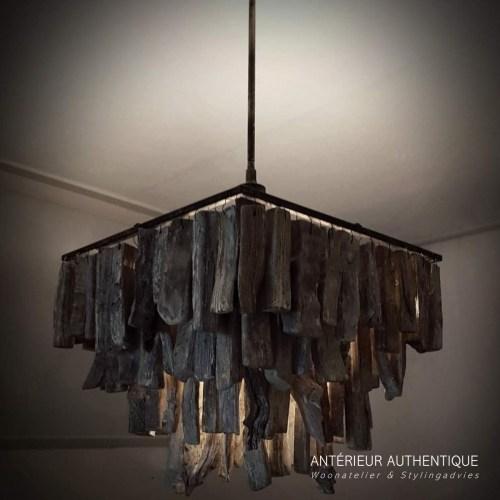 Afbeelding van hanglamp drijfhout vierkant voor gebruik in de webshop van Antérieur Authentique met indirecte verlichting