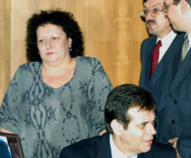 Kao antirežimska agencija, Beta je sredinom devedesetih godina bila stecište različitih ljudi od kojih su mnogi dolazili iz sveta tajnih službi: Ljiljana Nedeljković, šefica kabineta Vojislava Koštunice, pored toga što je bila Jankovićeva koleginica u Beti zajedno sa njim delila je i opsesiju tajnim službama.
