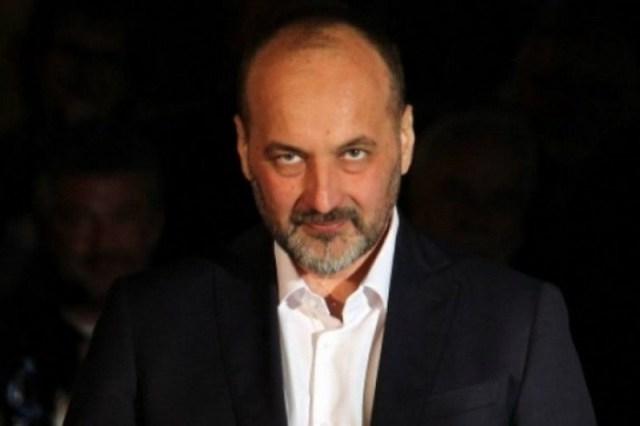 Proopoziciono delovanje donelo je Jankoviću podršku sa raznih strana i brdo nagrada od kojih za većinu domaća javnost do tada nije znala da uopšte i postoje.