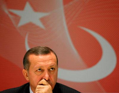 Ερντογάν: Θρίαμβος στο Εσωτερικό – Πολιτική Μεγάλου Ρίσκου στο Εξωτερικό