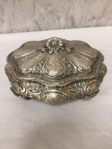 Porta gioie in argento 800interamente cesellato e sbalzato a mano mis L24 X P20 X H14