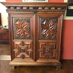 Walnut Kitchen Cabinets Remodel Cost 胡桃木橱柜 配有两扇雕花门 Armadio In Noce A Dispensa Due Ante Scolpite