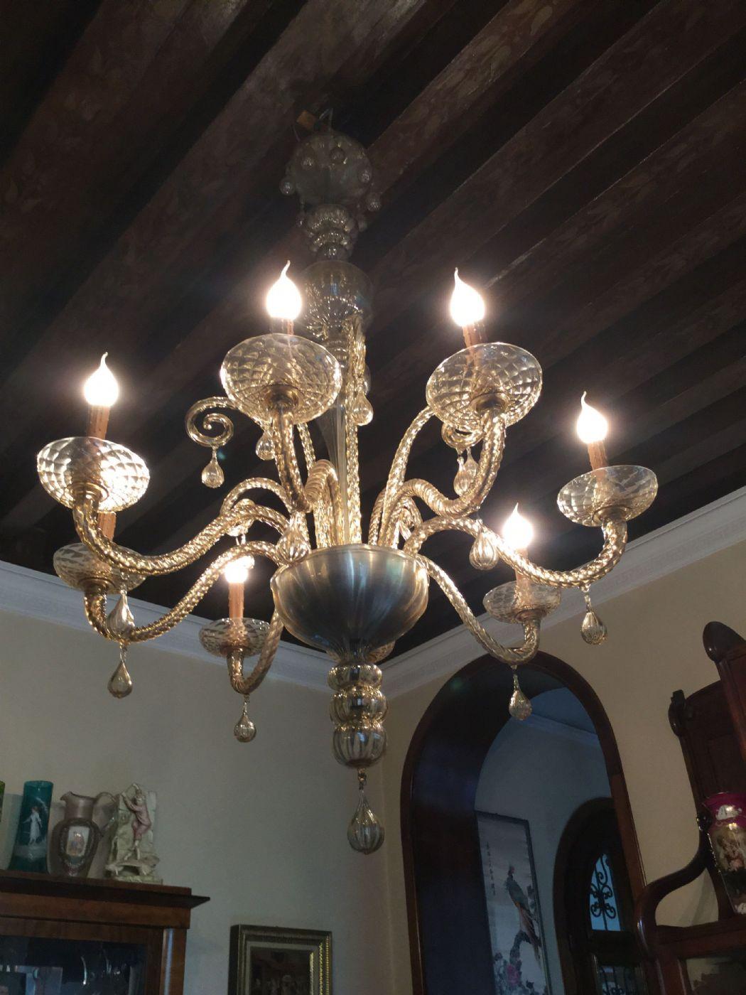 lampadario realizzato in vetro di murano negli anni '70, colore bianco con una fine riga nera. Lampadario Murano Anni 30 40 H 150x95 Colore Ambra 8 Luci Antiquariato Su Anticoantico