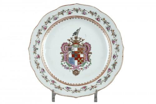 assiette famille rose ornee d armoiries portugaises chine vers 1770