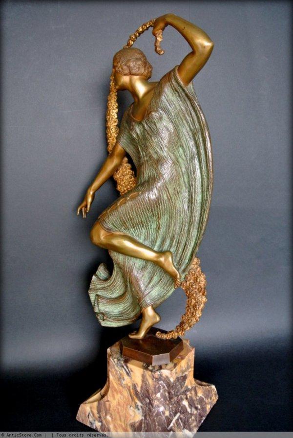 Art Deco Statue Signed Guirande . - Ref.23518