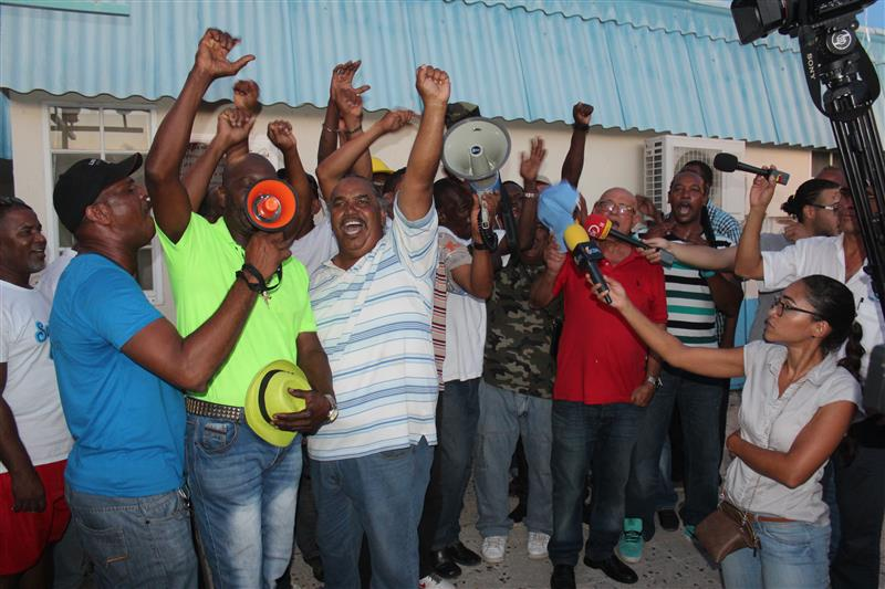 Striking workers on Curaçao yesterday