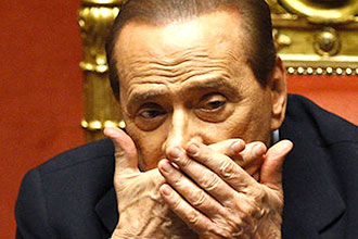 Berlusconi mani alla bocca